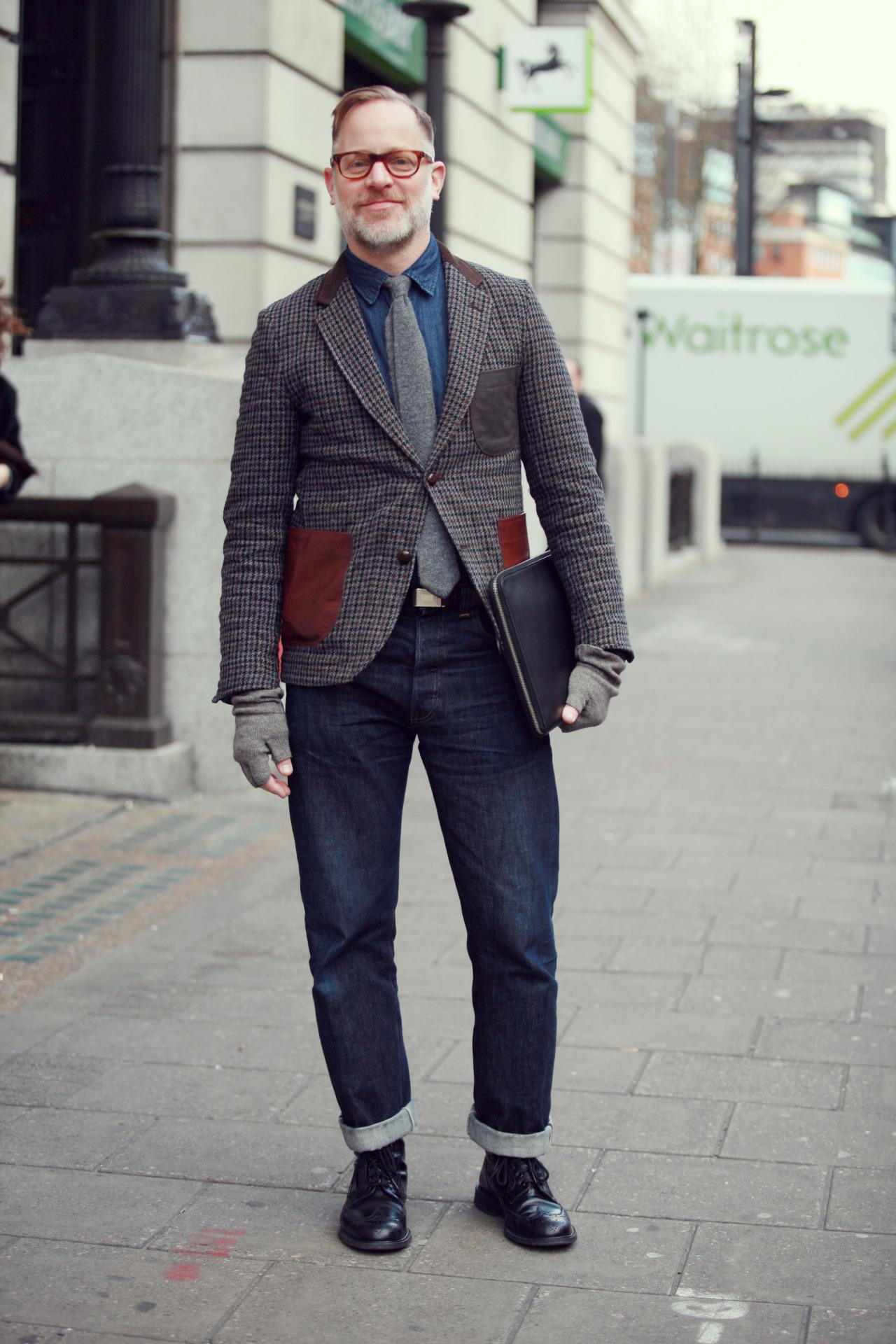 Hoge spijkerbroek man