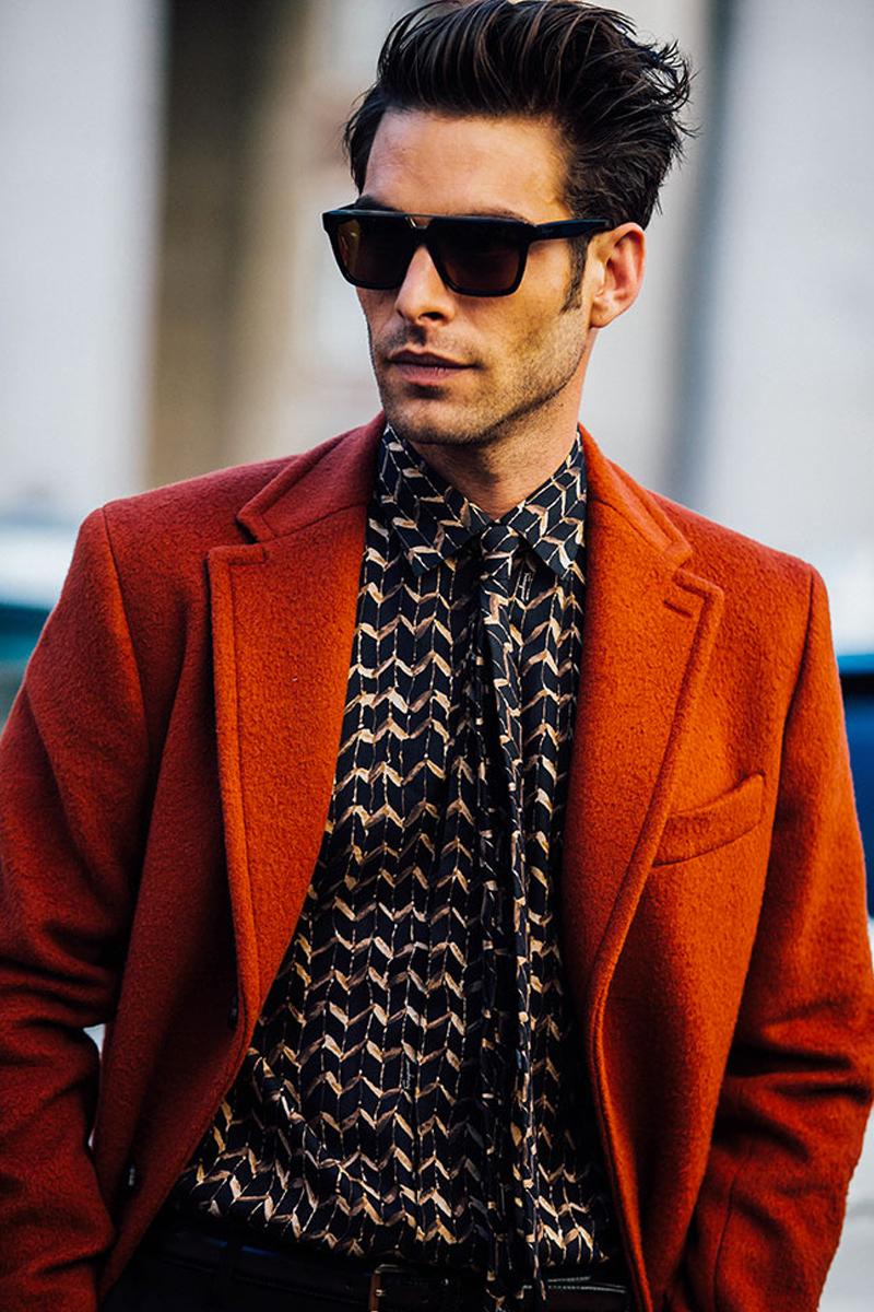Een bruine wollen jas